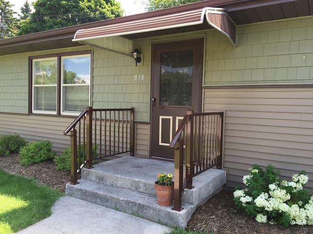 Newly remodeled home/new furnishing - Sheboygan Falls - Huis