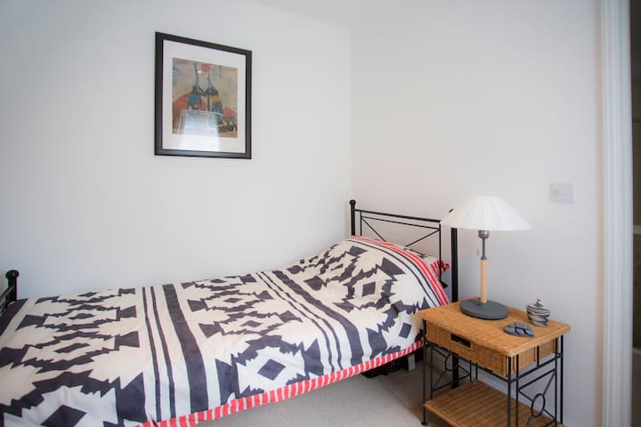 Single room near Gatwick - Crawley - Hus