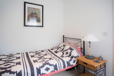 Single room near Gatwick - Crawley - Casa
