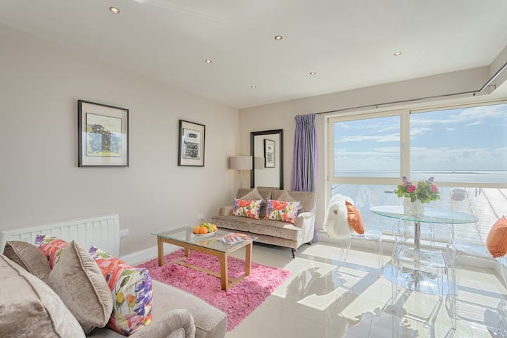 Two Bed Seaview Apartment - Jameson Court