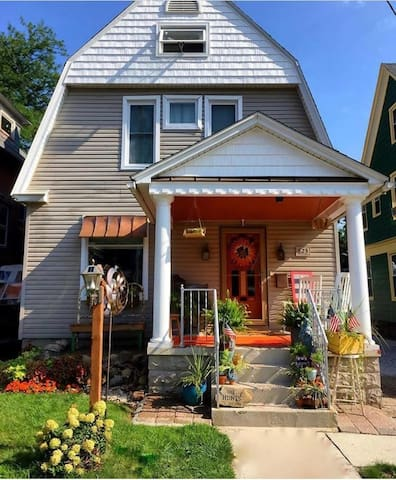 Private bedroom in Old town Erie PA close to lots
