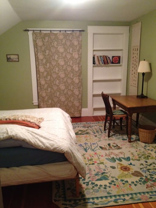 This room has a full bed, large closet, lots of light- and is perfect for longer stays