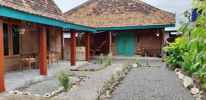 Tety's Villa ( Charming Wooden Villa )
