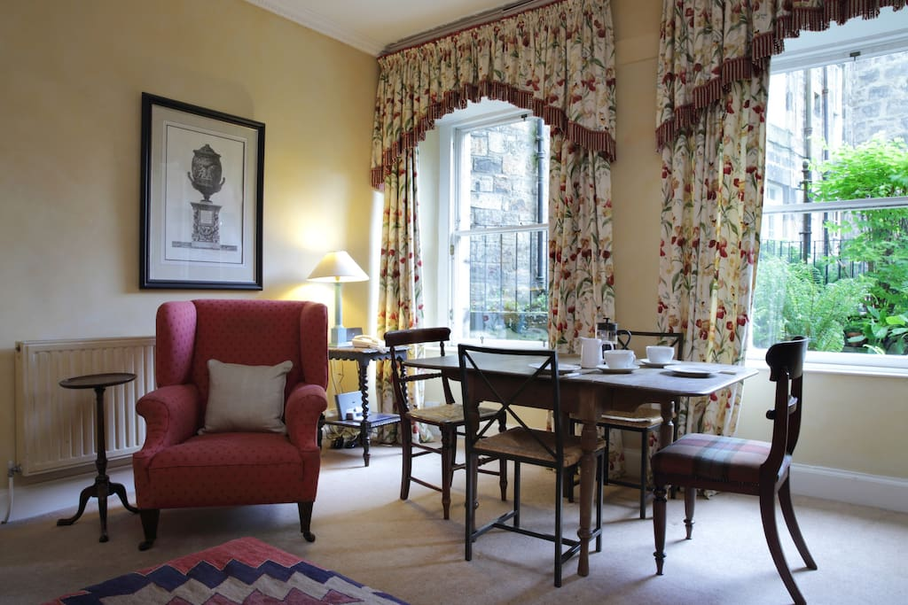 Sitting room and dining area overlooking the garden terrace.