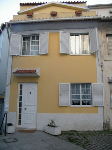 Yellow House - Porto - Huis