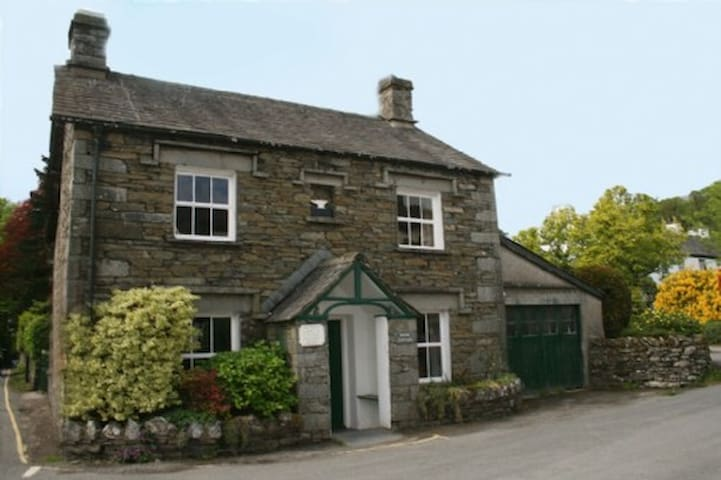 ANVIL COTTAGE, Near Sawrey, Nr Langdale - Grasmere & Langdale - House