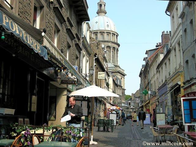 Grand Studio au pied de la cathédrale Notre-Dame