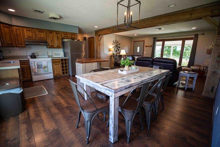 Arrowhead Farmhouse, Spacious home, scenic views