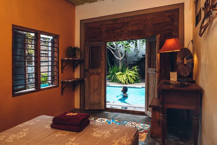 Nextdoor homestay Pool room