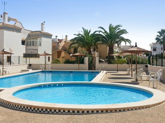 Bright house with swimming pool - Torrevieja - Hus