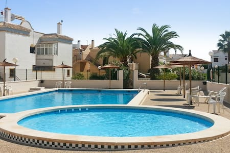 Bright house with swimming pool - Torrevieja