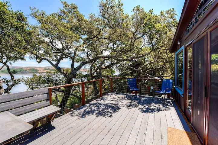 2BR Inverness House w/Views of Tomales Bay!