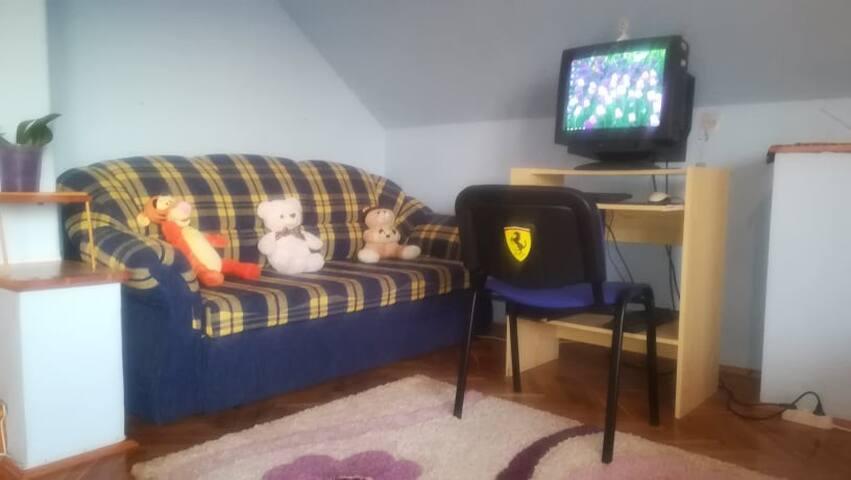 Kihúzható kanapé, max. 2 kisebb gyerkőc fér el kényelmesen rajta