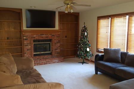Beautiful comfy five bedroom home sleeps 11