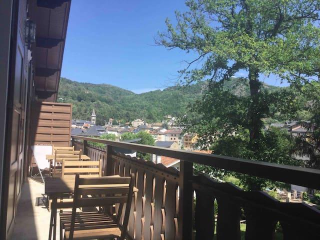 T4****  sauna salle sport parking privé balcon