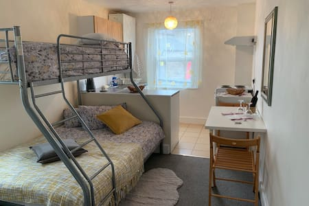 Great Location, Adorable Studio Flat for 3 people