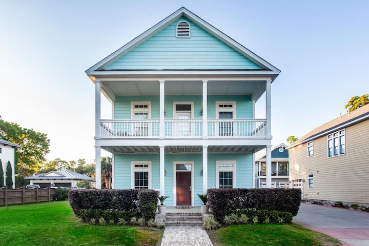 Historic Downtown Bayfront New Home, Mins to Beach