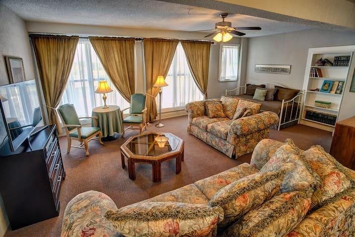 Suite 400 The Redlands Hotel