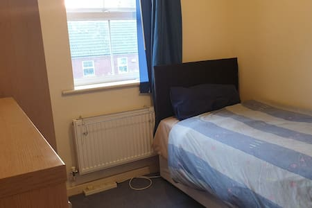 Comfy Great value room  nr city centre