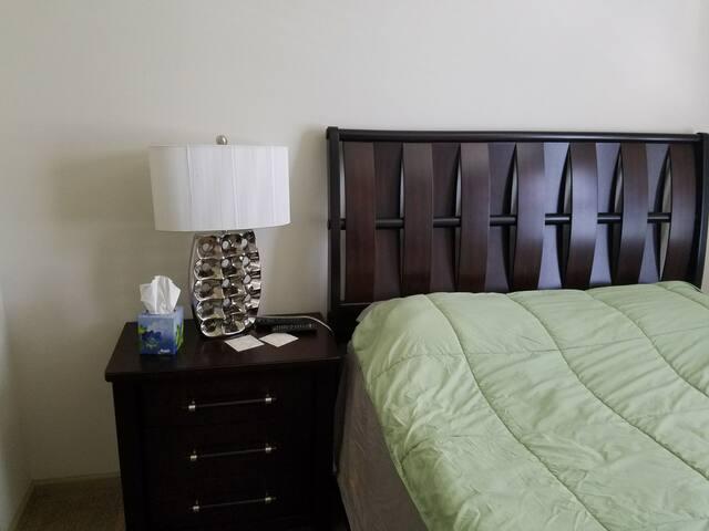 Quen size bad brand new furniture