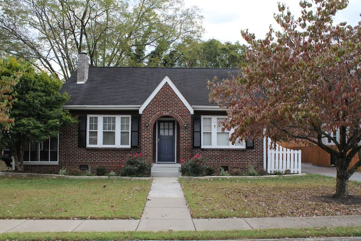 The Boro Bungalow - Murfreesboro - Hus