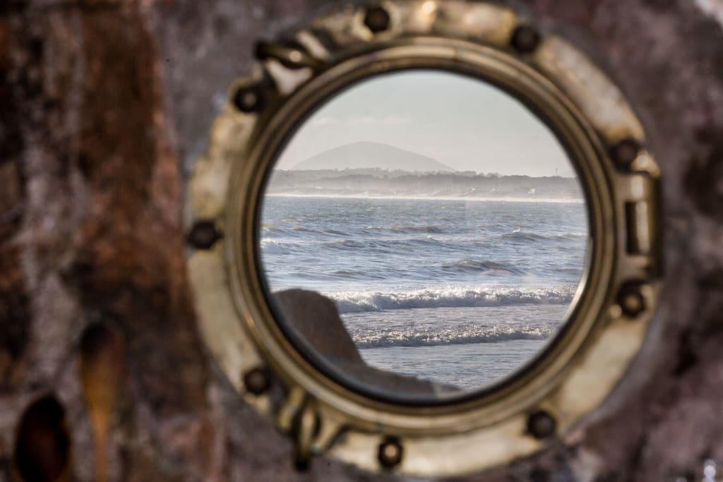 Se puede apreciar la proximidad del mar