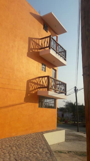 Excelente balcón y Terraza para disfrutar la tarde.