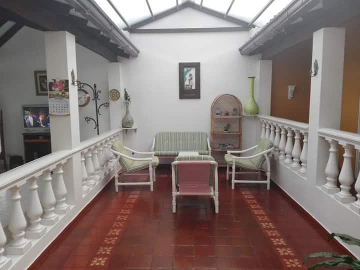 Linda Casa esquina Anapoima, piscina, jacuzzi