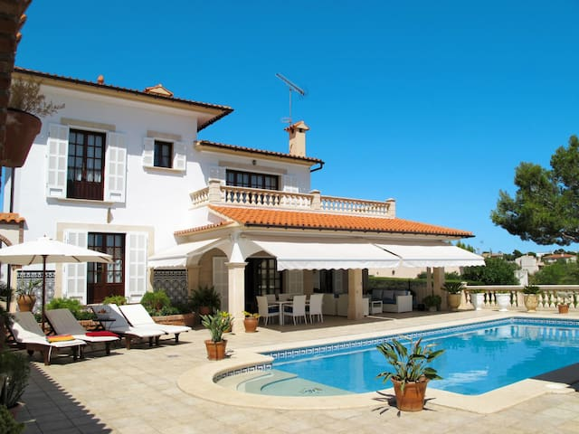 Holiday home with pool in Cala Murada