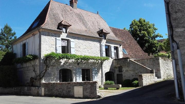 Maison quercynoise avec piscine et jardin clos