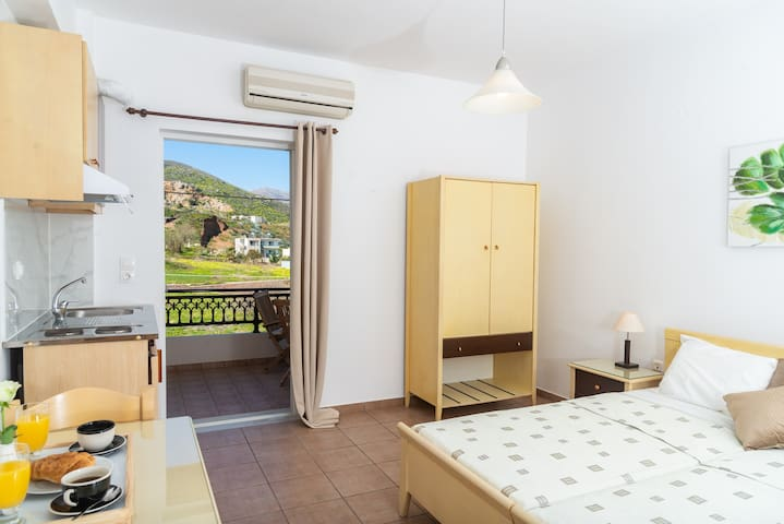 Comfy studio apartment with view - Near the sea
