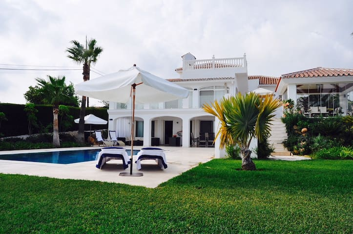 Villa with great View, Pool & Pavilion