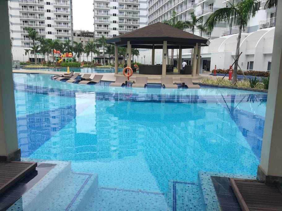 Swimming pool is open from 6:00 am to 10:00 pm only