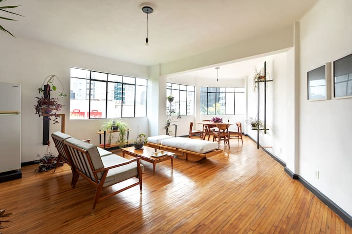 1940's Restored Apt, Natural Light and Nice Views.