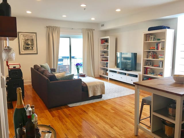 Bright, Modern 2BD/BA Close to NYC - Hoboken - Appartement