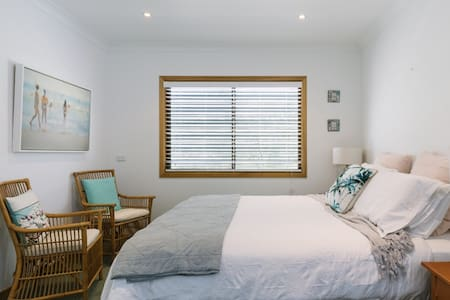 Resort Style Beach House Bed 2