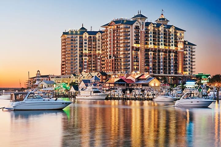 3BR with Bay View - Wyndham Emerald Grande @Destin