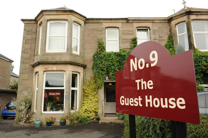 Victorian town house guest house - Perth - Bed & Breakfast