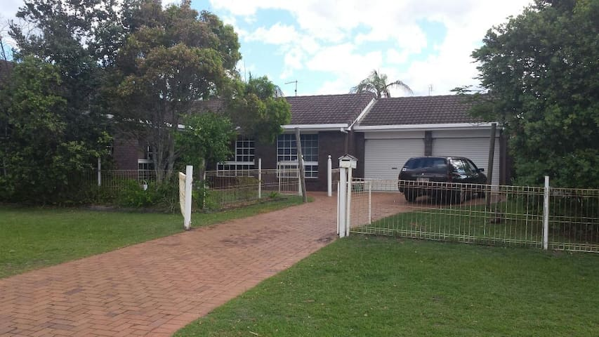 Riverside house with parking onsite - Pottsville - Hus