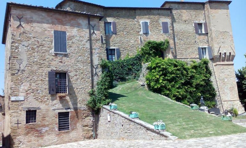 Stanza matrim. in collina Cesena - Monteleone - Rumah