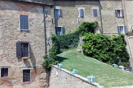 Stanza matrim. in collina Cesena - Monteleone - Hus