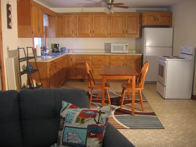 Charming one bedroom furnished apt. - Thomaston - Daire