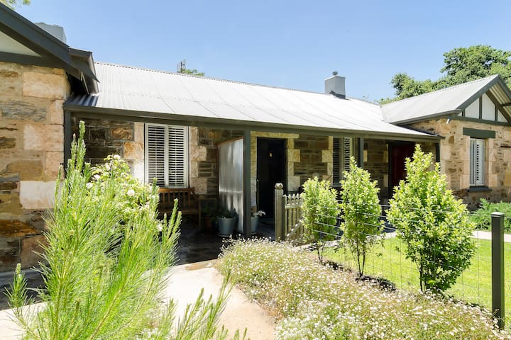 Delightful Heritage Listed Cottage in Angaston.