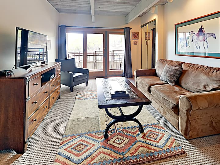 Ski-in Ski-out  Snowmass Village Timberline Condominium Studio #214