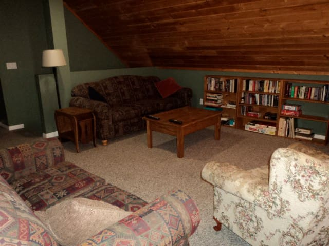 Loft with TV, books, games.