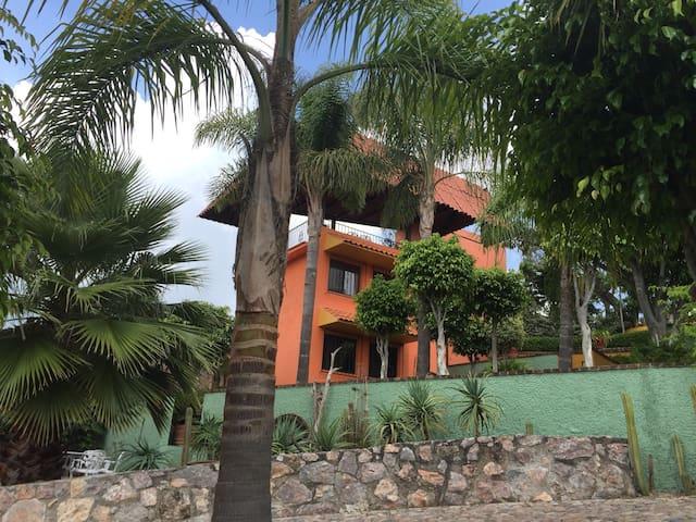 Colorful Casita Ixtapan de la Sal - Ixtapan de la Sal - House