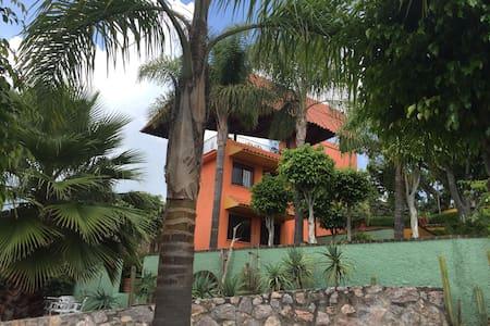 Colorful Casita Ixtapan de la Sal - Ixtapan de la Sal - Hus