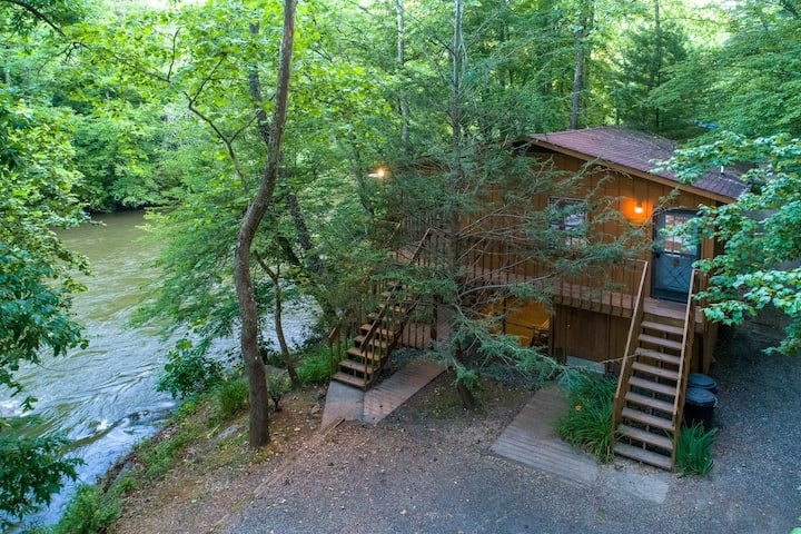 Secluded riverside cabin with two large decks - great for fishing!