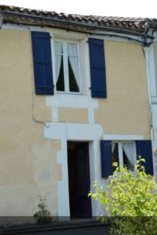 Cosy cottage, great cycling/walking, dog friendly - Salles-Lavalette - Hus