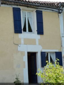 Cosy cottage, great cycling/walking, dog friendly - Salles-Lavalette - Casa